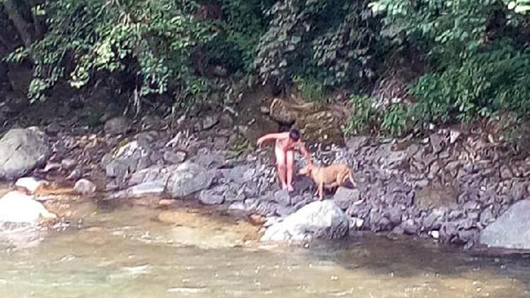 10 yaşındaki Alper dereye girip mahsur kalan yavru köpeği kurtardı