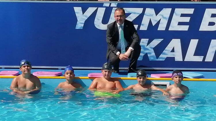 """Bakan Kasapoğlu: """"Amacımız isteyen herkese yüzme öğretmek"""""""