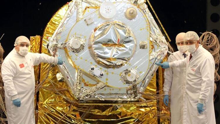 Bakanlar TÜRKSAT Model Uydu Yarışması'na katıldı