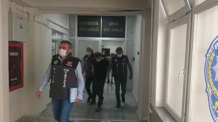 Ankara'da çaldıkları 10 otomobili satmaya çalışırken yakalandılar