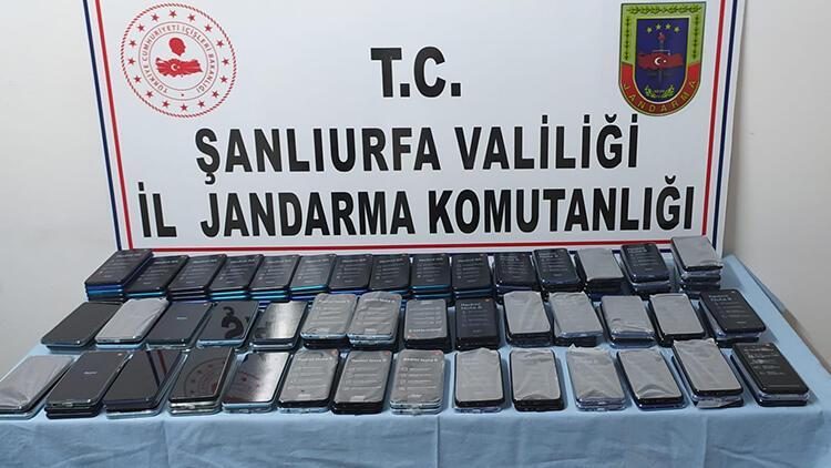 Şanlıurfa'da cep telefonu kaçakçılığına 2 tutuklama