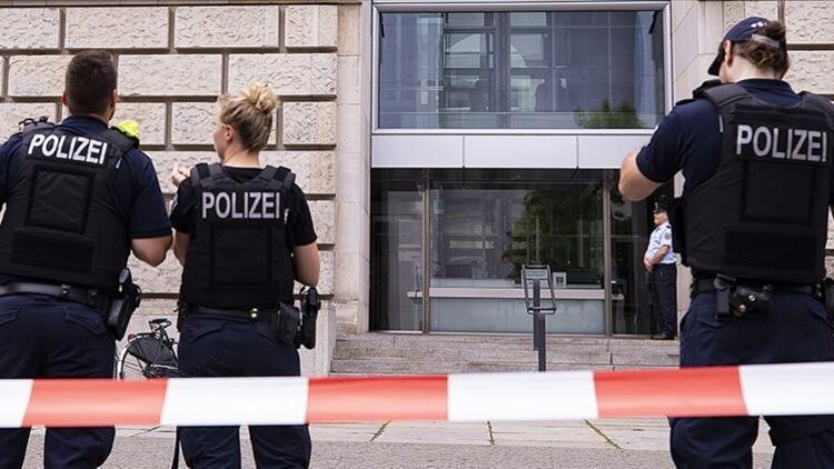 Almanya'da ırkçı paylaşım yapan polisler açığa alındı