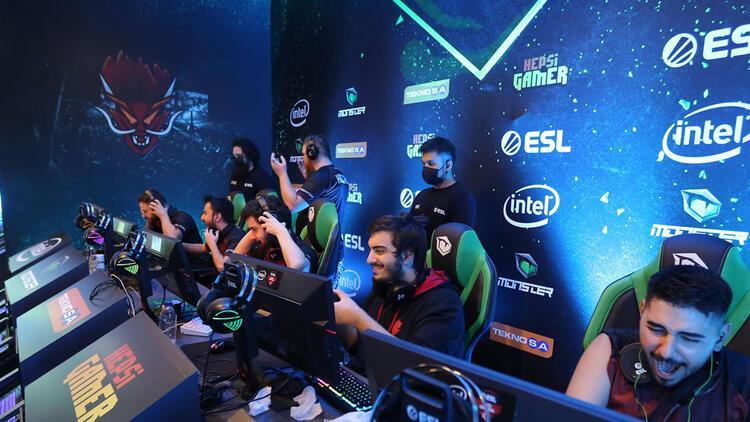 Intel ESL Türkiye CS:GO Şampiyonası'nda kupa Sangal Esports'un oldu