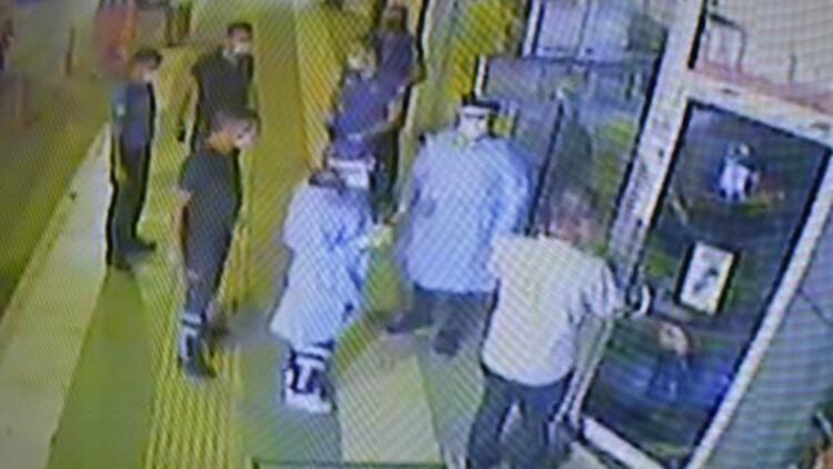 Koronavirüslü bakkal iş yerinde polise yakalandı