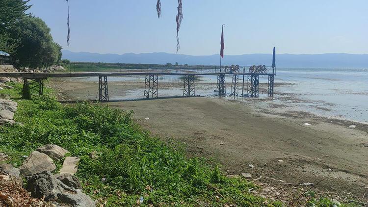 İznik Gölü'ndeki çekilme iskele fotoğraflarında