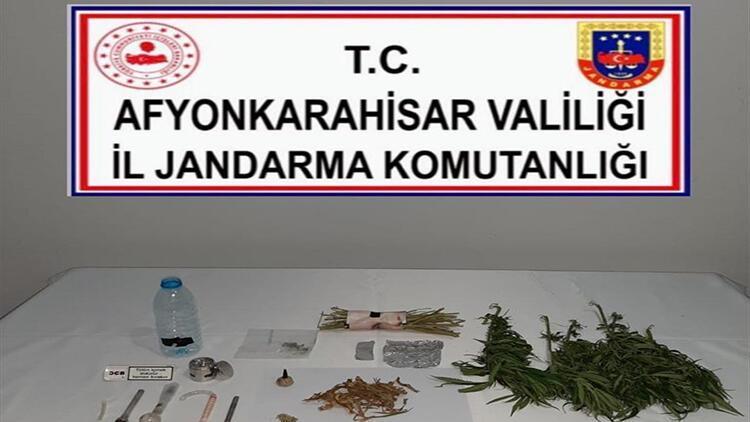 Afyonkarahisar'da uyuşturucu operasyonunda iki zanlı yakalandı