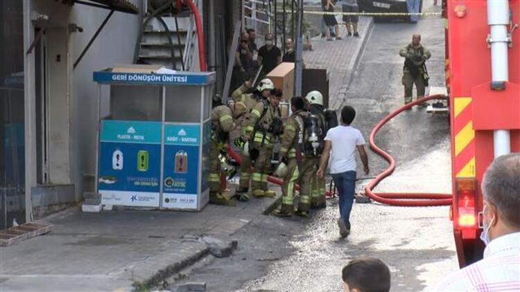 İstanbul'da ilaç fabrikasında korkutan yangın!