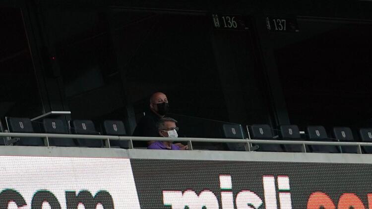 Şenol Güneş, Beşiktaş - Antalyaspor maçını tribünden izledi