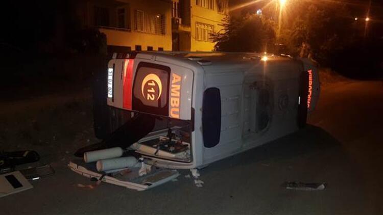Hatay'da hasta taşıyan ambulans devrildi!