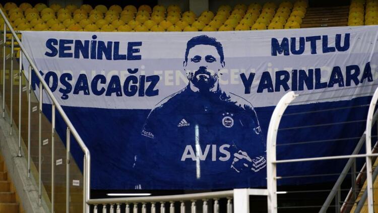 Fenerbahçe taraftarından Hatayspor maçı öncesi takıma pankartlı destek