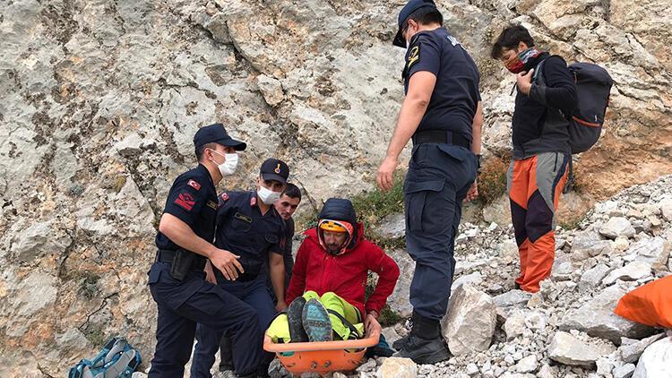 Demirkazık Dağı'nda ayak bileği kırılan Ukraynalı dağcı kurtarıldı