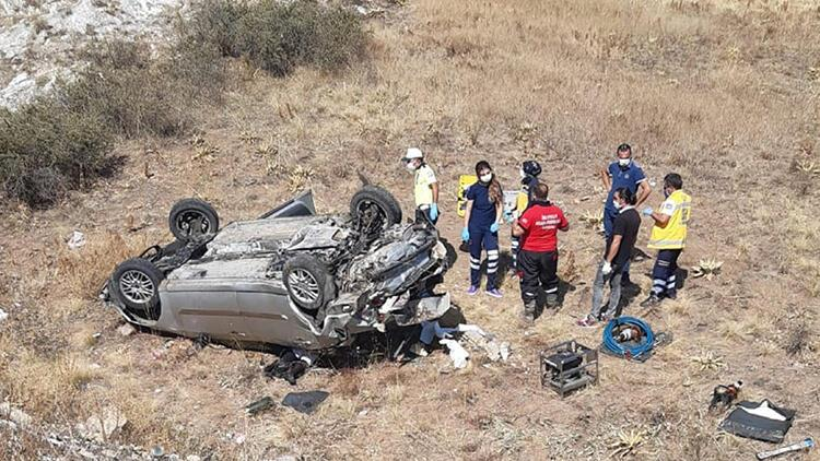 Sivas'ta otomobil devrildi: 1 ölü, 2 yaralı