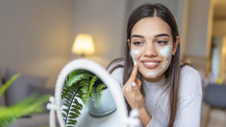 Evde yüz peelingi nasıl yapılır? İşte cildinize ışıltı verecek 4 tarif…