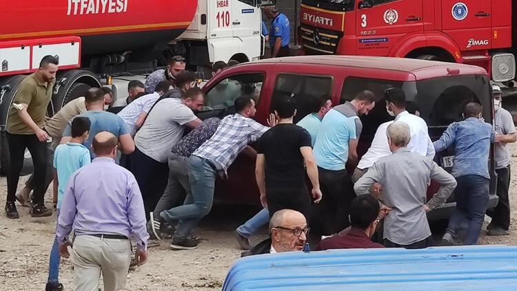 Bursa'da inanılmaz anlar! Onlarca kişi böyle yardım etti