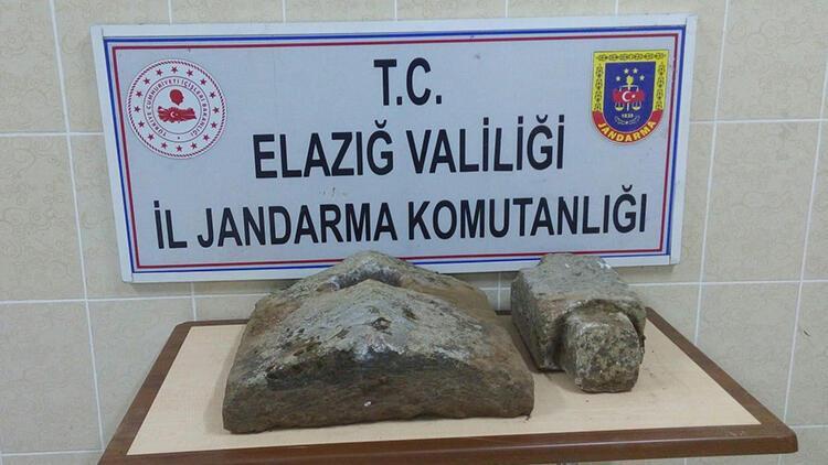 Elazığ'da Osmanlı dönemine ait sanduka kapağı ele geçirildi
