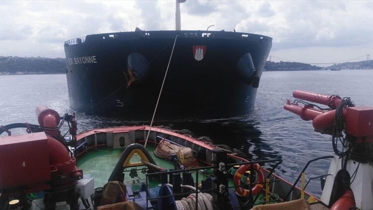İstanbul Boğazı'nda gemi arızası! Böyle kurtarıldı...