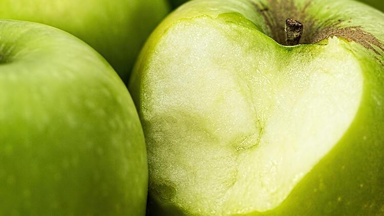 Dolapta 5 gün dayanabiliyor... Soyduğunuz elmalar artık renk değiştirmeyecek