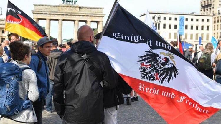 Seehofer'ın hedefinde imparatorluk bayrağının yasaklanması var