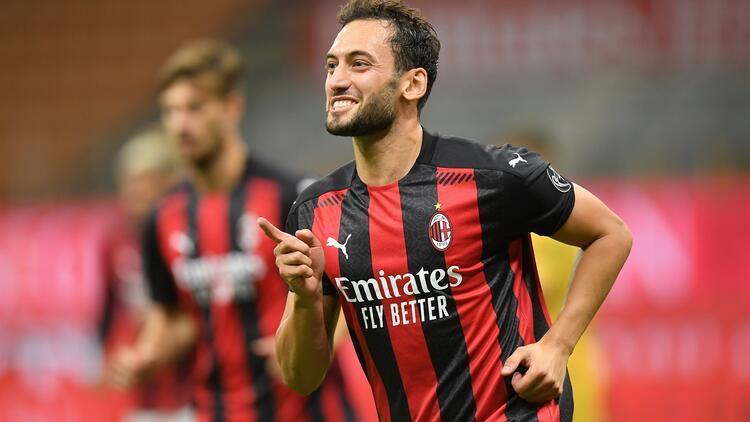 Hakan Çalhanoğlu, İtalyada manşetlerde Milan, Türk oyuncusuna teşekkür etmeli...