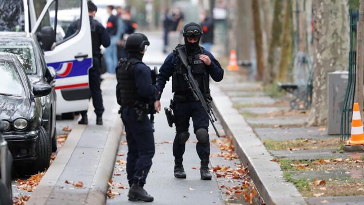 Paris'te alarm... 4 kişiyi yaralayıp kaçtı