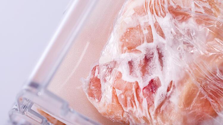 Donmuş tavuk nasıl çözülür? Tavuğu çözdürmek için en iyi 6 yöntem