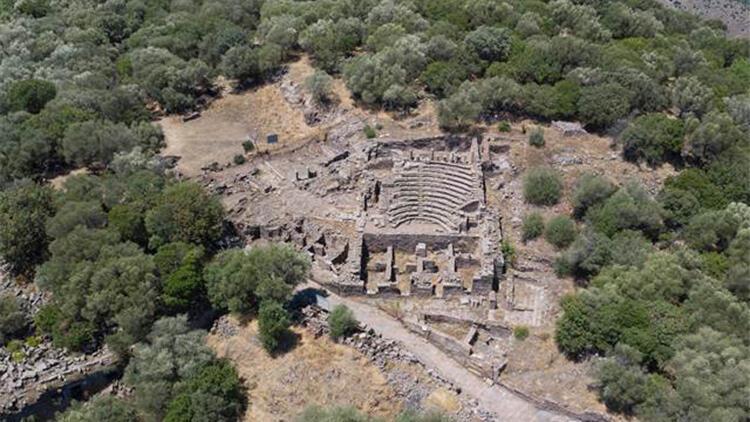 Antik kentin taşları ile cami ve 3 köprü yapılmış