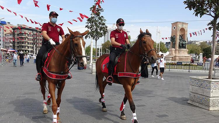 Taksimde atlı polislerden koronavirüs denetimi