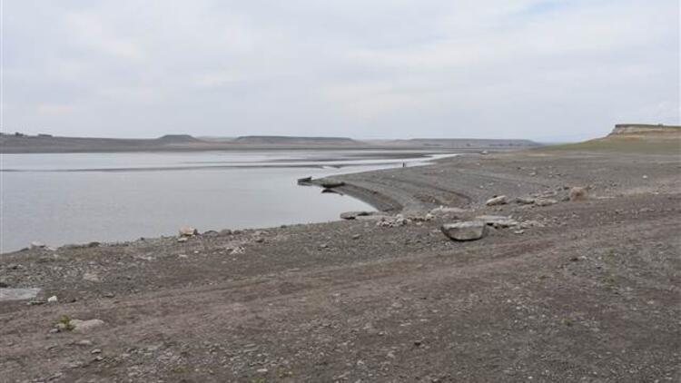 Toplu balık ölümlerinin yaşandığı Arpaçay Barajının kapakları kısmen kapatıldı