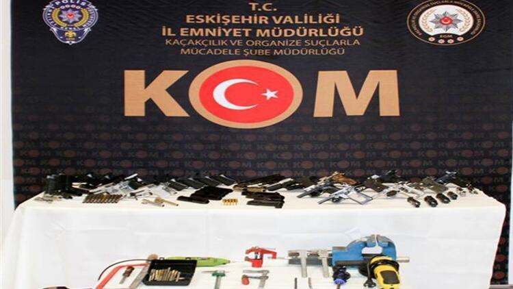 Eskişehir'de kaçak silah operasyonu: 2 gözaltı