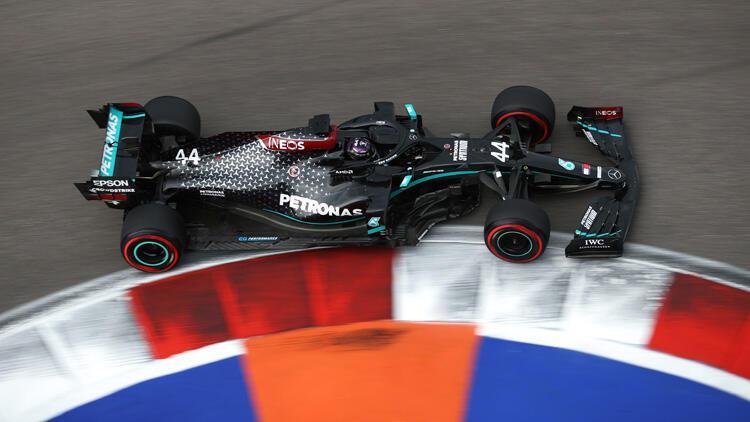 Formula 1 Rusya GPsinde pole pozisyonu Lewis Hamiltonın