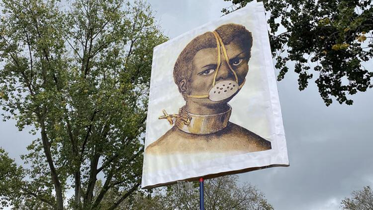 Kovid-19 kısıtlamalarını protesto etti