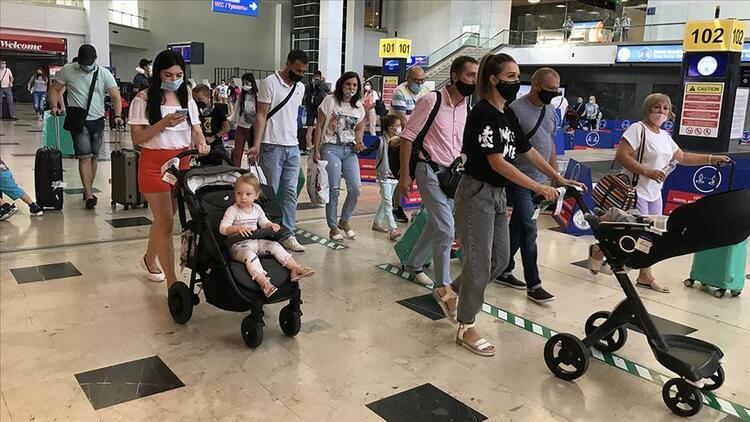 """Turizmin """"gözde"""" havalimanlarından yaz döneminde 13,5 milyon yolcu uçtu"""