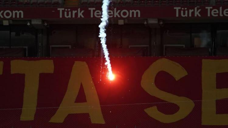 Son dakika haberi | Türk Telekomda seyircisiz oynanan derbide sahaya meşale atıldı