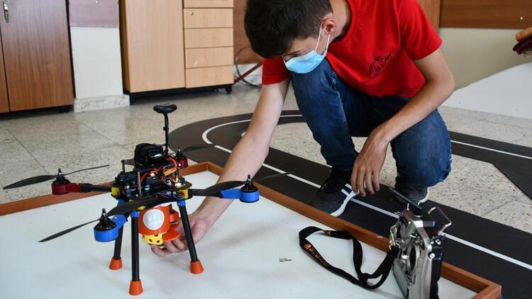 Otonom uçuyor, 20 metre yol katediyor, 3 kilograma kadar yük taşıyor