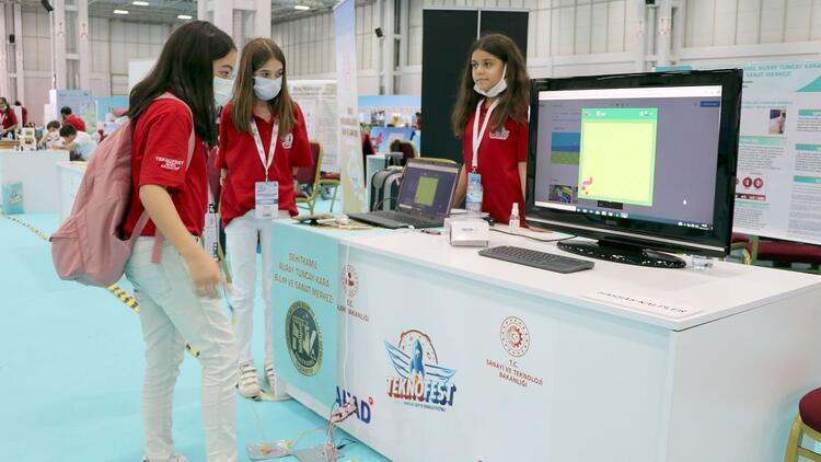 Türkiyenin dört bir yanından gençler gelecekleri için Teknofestte buluştu