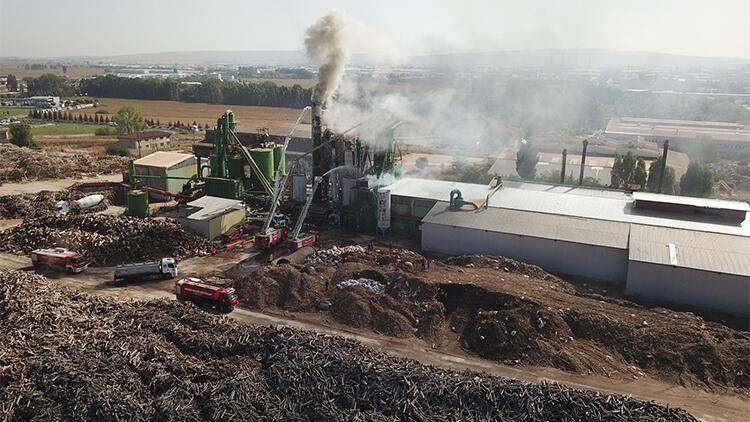 Eskişehir'deki sunta fabrikasının bacası yandı