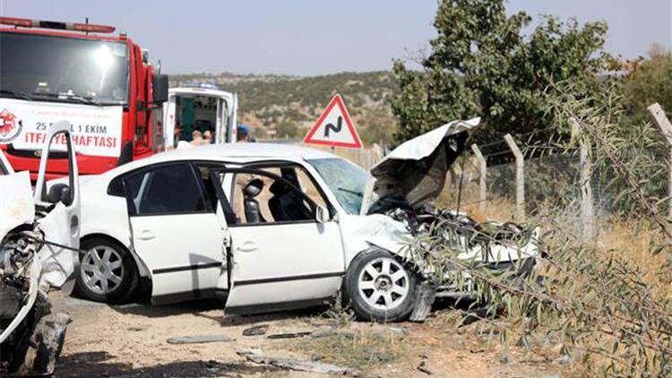 Gaziantep'te hafif ticari araç ile otomobil çarpıştı: 4 yaralı