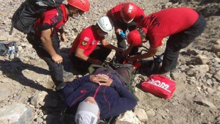 Erciyes'te zirve tırmanışında yaralanan dağcıyı JAK timi kurtardı