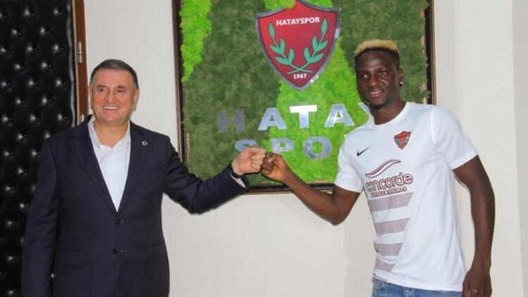 Hataysporun yeni transferi Babajide David Akintola antrenmanlara başladı