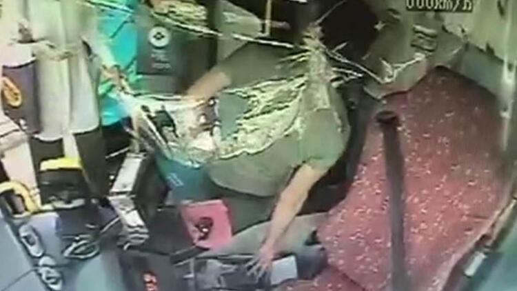 Halk otobüsünde akılalmaz hırsızlık