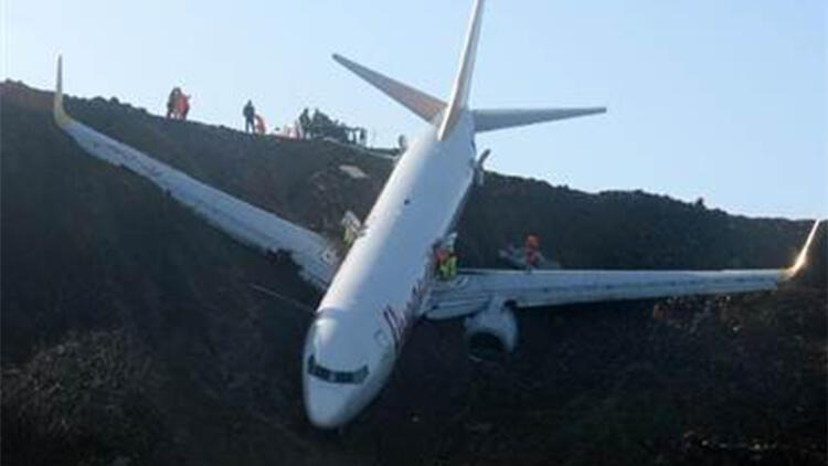 Pistten çıkıp kaderine terk edilen uçak, çürüyor