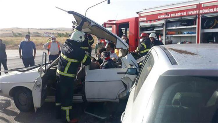 Otomobil, kırmızı ışıkta duran otomobile çarptı: 6 yaralı