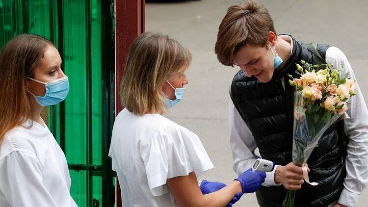 Rusya'da son 24 saatte 8 bin 232 kişide daha Kovid-19 tespit edildi