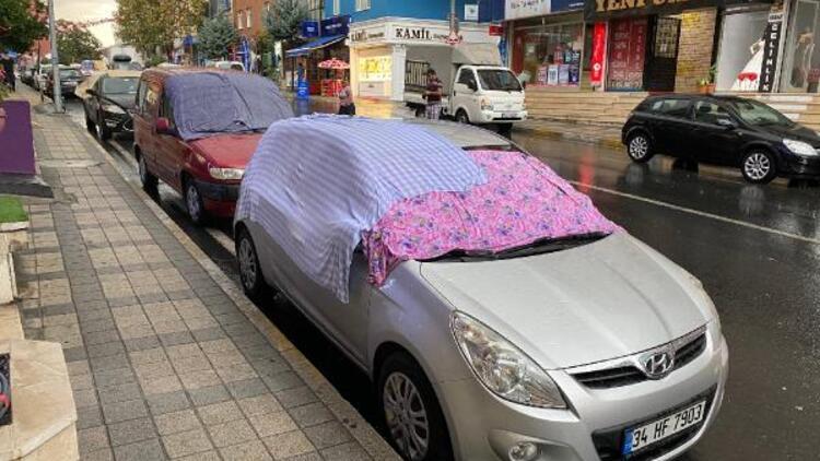 Ataşehirde vatandaşların dolu önlemi Kimi battaniye örttü, kimi araçlarıyla köprü altlarında bekledi