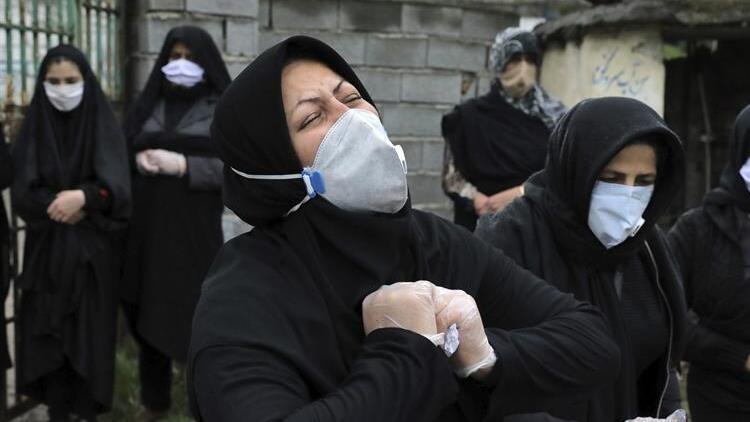 İranda son 24 saatte 207 kişi Kovid-19dan hayatını kaybetti