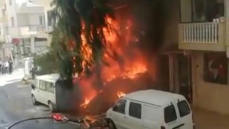 Atık malzemeler alev aldı; depo, daire ve minibüs yandı