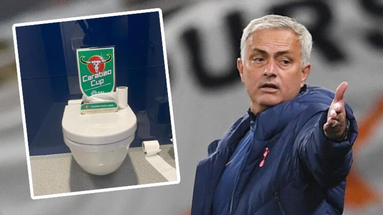 Tottenham - Chelsea maçında görülmemiş olay! Sahayı terk edip tuvalete koştu...