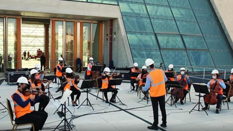 CSOnun yeni binasının yapımında çalışan işçilere teşekkür konseri