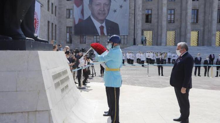 TBMM Başkanı Mustafa Şentop, Atatürk Anıtı'na çelenk bıraktı