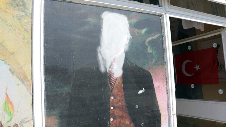 Atatürk posterinin tahrip edilmesine tepki